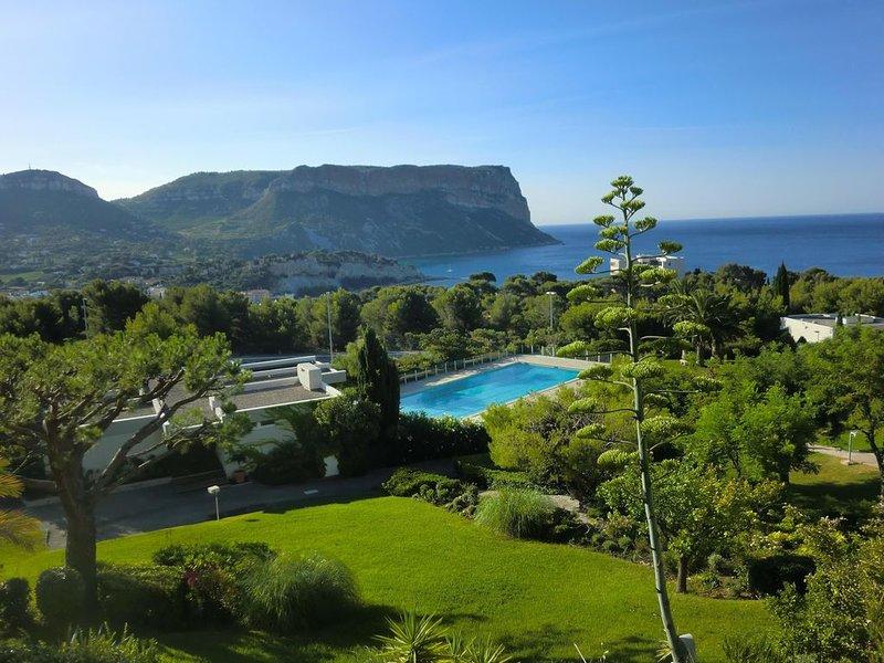 Cassis 62m2 + Balcon 10m2 dans Parc Paysage, Vue Mer Panoramique, Piscine Tennis, vacation rental in Cassis