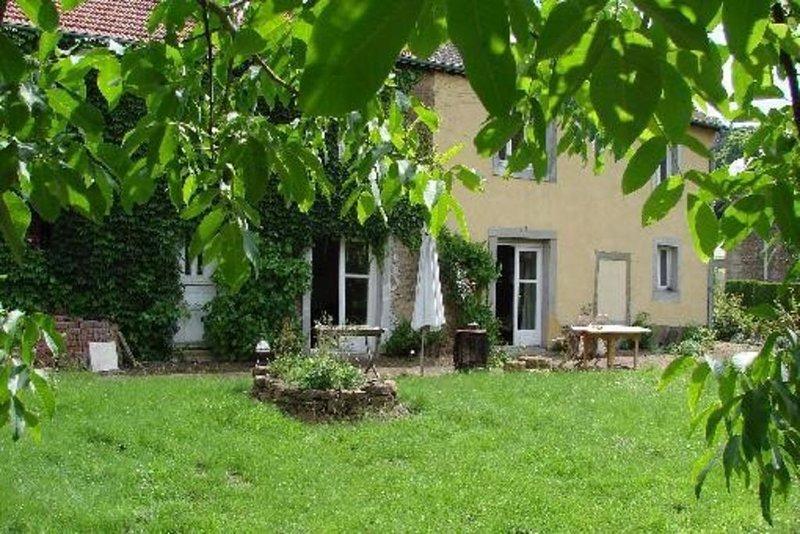 Maison Sapogne Sur Marche, location de vacances à Florenville