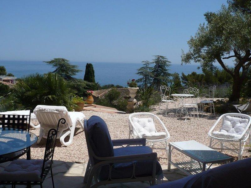 Charmant 2 Pièces 75 m2 avec Splendide vue mer et Immense RDJ. Plage à 300 m., holiday rental in Les Issambres