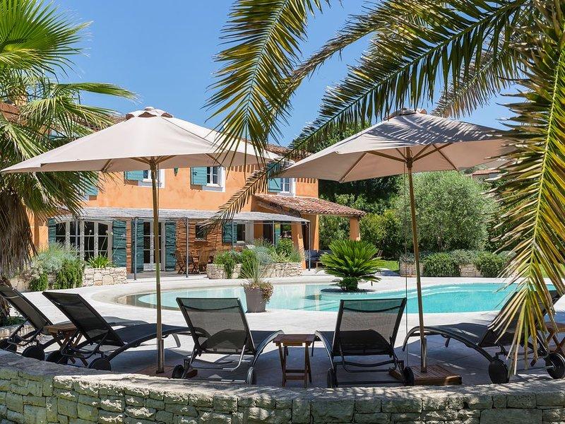 Très belle villa 6p, grande piscine idéal enfants, Saint Paul de Vence, alquiler vacacional en La Colle-sur-Loup