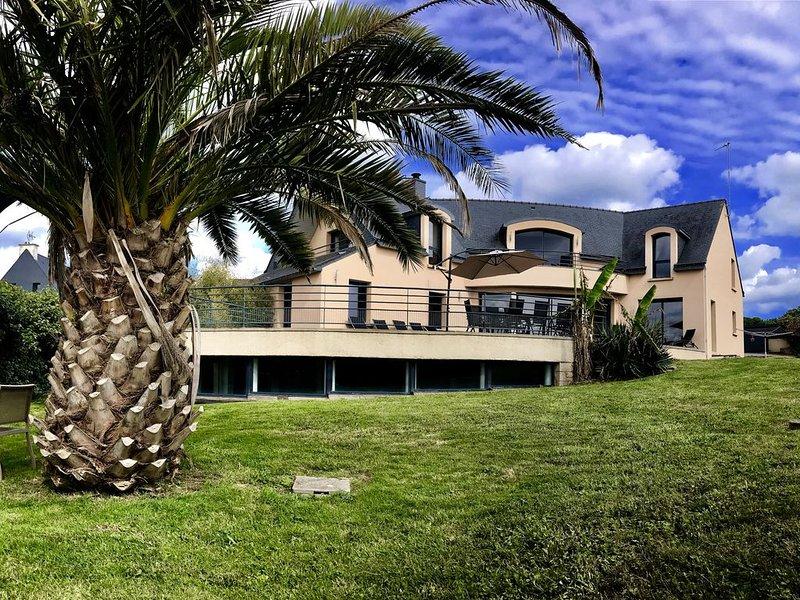 VILLA 5* LE REPERE: piscine, spa, vue mer et plage à pieds!, holiday rental in Moelan sur Mer
