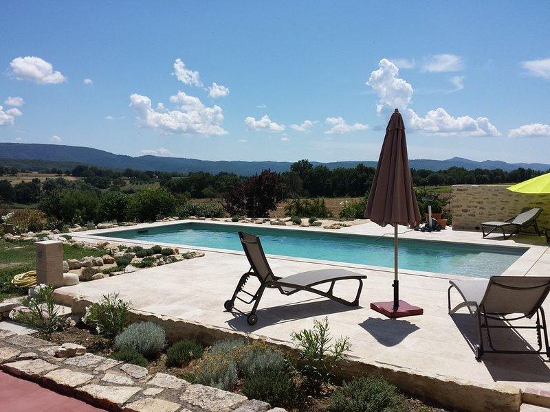Maison de charme en Provence piscine et vue exceptionnelle, location de vacances à Niozelles