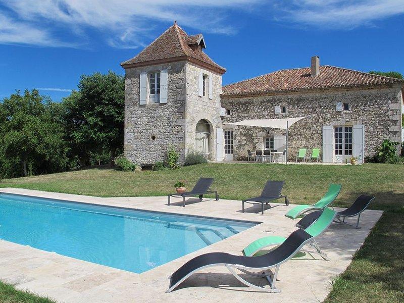 Maison Gersoise 18e de caractère isolé, piscine, parc arboré, vacation rental in Gers