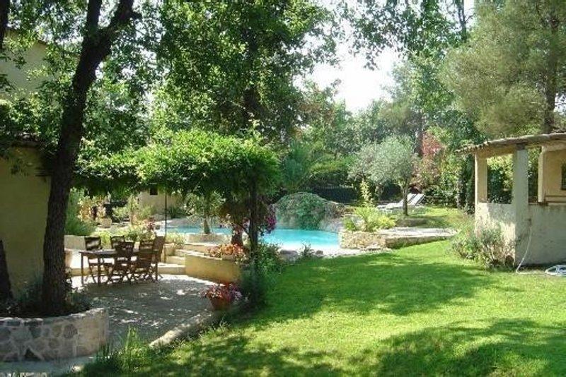 Mas charme 4 p écrin verdure piscine cascade Grasse bl prestations, location de vacances à Grasse