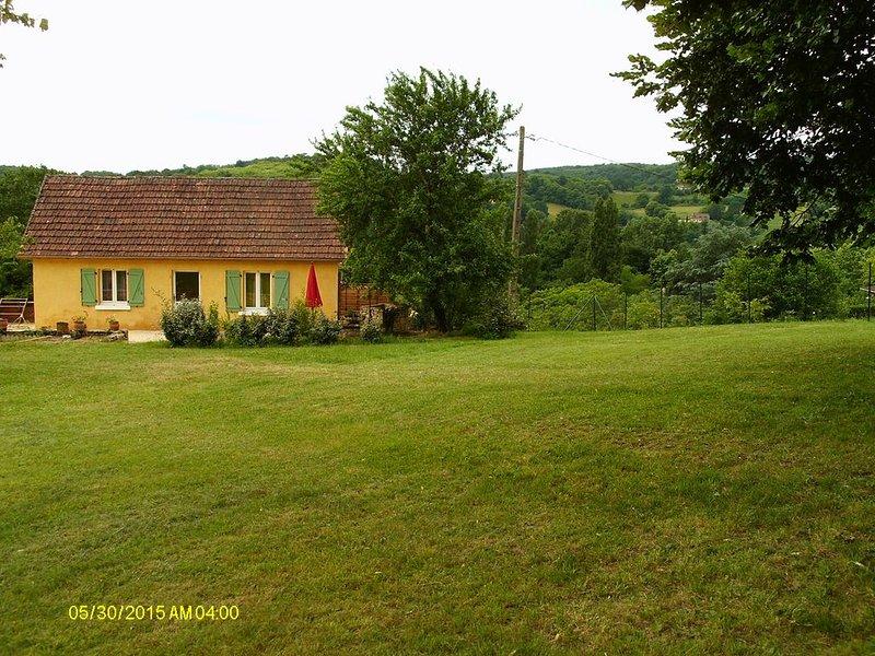 Petite maison a la campagne a 3 km de Sarlat, Ferienwohnung in Sarlat-la-Canéda