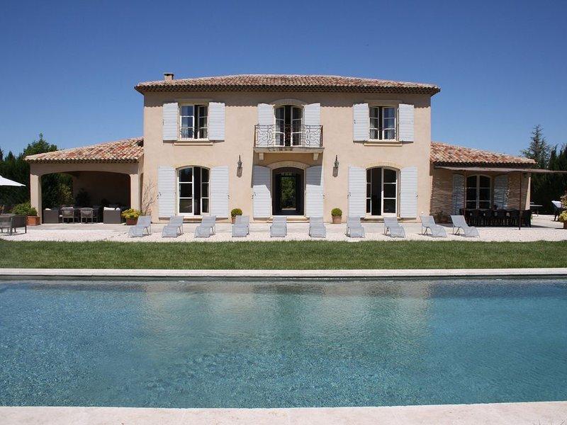 Belle Bastide avec grande piscine dans écrin de verdure, holiday rental in Aix-en-Provence