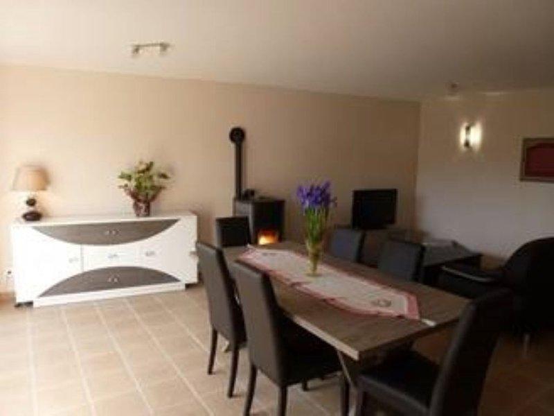 chaleureuse maison renovée au calme  à 200 m de la plage de port-mer, casa vacanza a Cancale