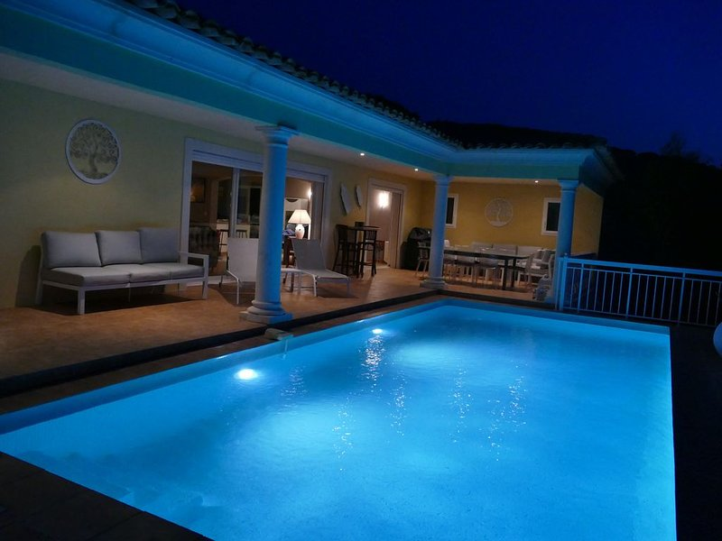 Très belle villa à 10 minutes à pied plage de la Nartelle, holiday rental in Sainte-Maxime
