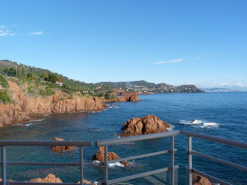 Appartement sur mer, vue exceptionnelle. Résidence sécurisée gardien, vidéo., vacation rental in Agay