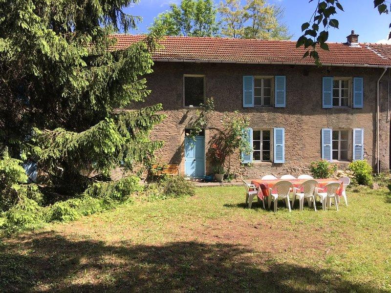 Confortable maison 8 pers/4 chambres, beau jardin à 10 mn des montagnes., casa vacanza a Laffrey