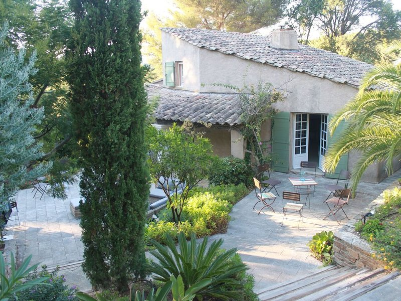 South-facing villa on the seaside, in the private domain of the Cap Bénat, holiday rental in Bormes-Les-Mimosas