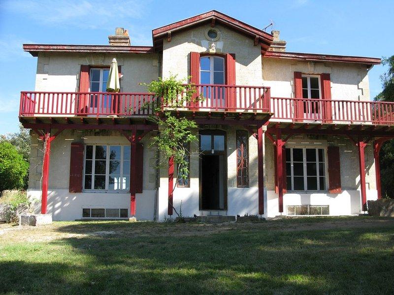 Un havre de paix en bord de mer, bel appartement dans un écrin de verdure, vacation rental in Saint-Georges-de-Didonne