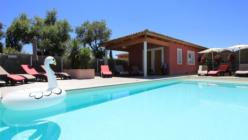 Villas 4 * 90m heated swimming-pool 28 ° -Plage to Wifi-Clim carpark Concierge-, vacation rental in Porto-Vecchio