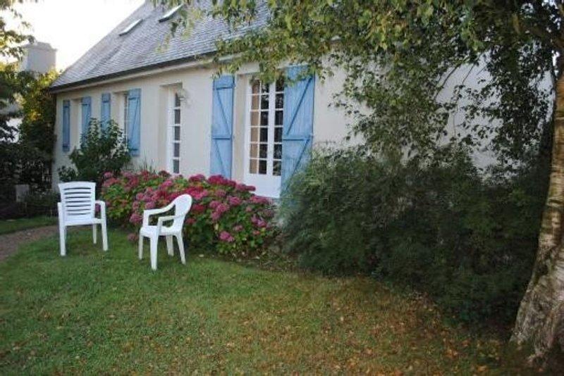 Appartement dans pavillon avec jardin et parking privé  à 22220 Minihy-Tréguier, holiday rental in Treguier