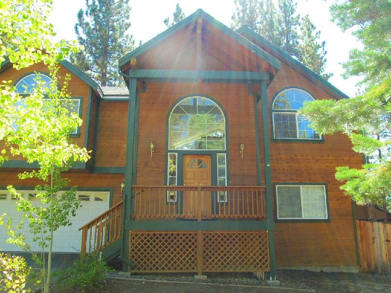 Stunning Mountain Home w/ Spacious Great Room perfect for entertaining, vacation rental in South Lake Tahoe