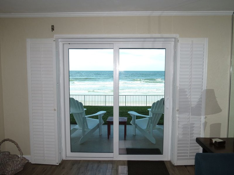 Direct Ocean Front Condo, vacation rental in New Smyrna Beach