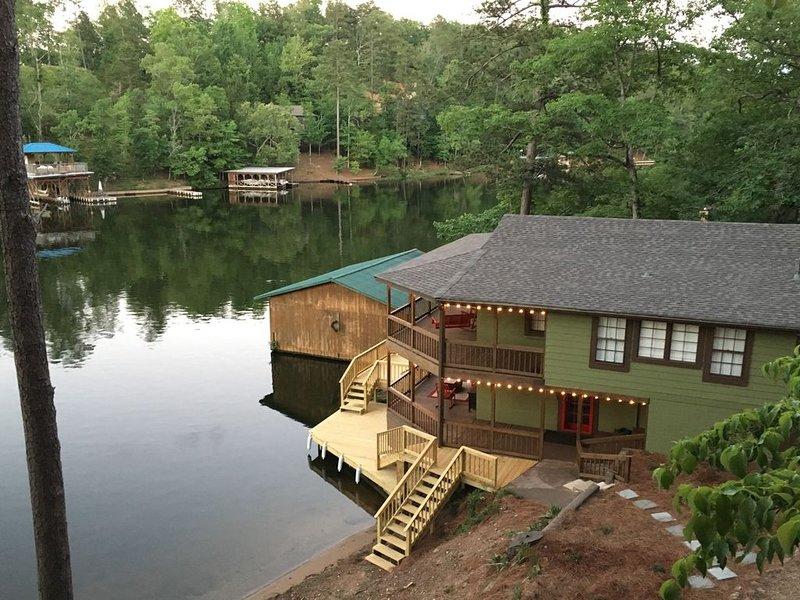 Welcome to Water's Edge!, alquiler de vacaciones en Clanton