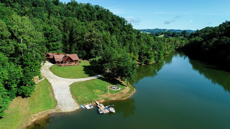 Little Sycamore Creek Landing - PRIVATE Norris Lakefront Cabin Views, holiday rental in Bean Station