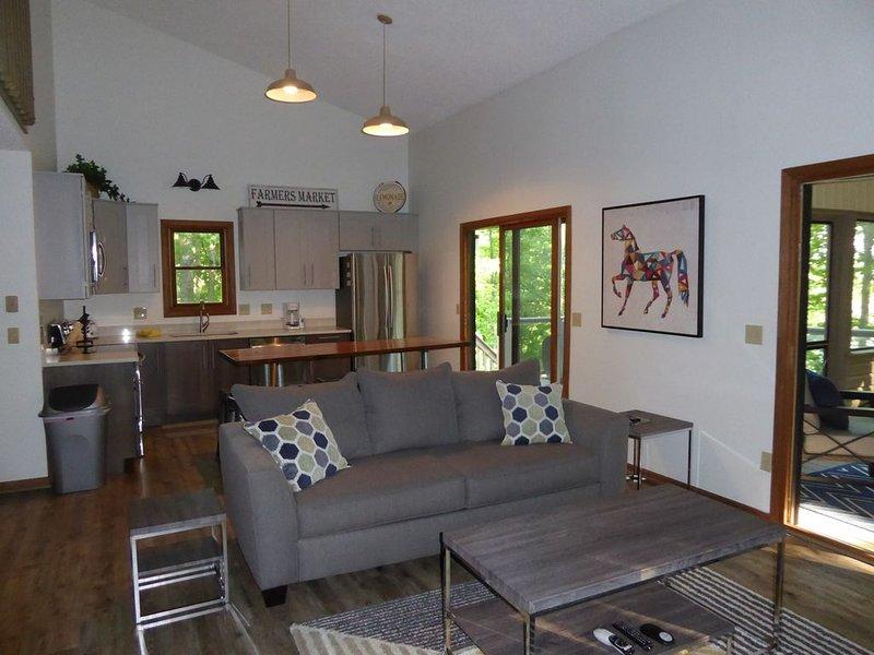 Norris Lakefront Home Fully Renovated in 2017 On Quiet Cove In Deerfield Resort, vacation rental in La Follette