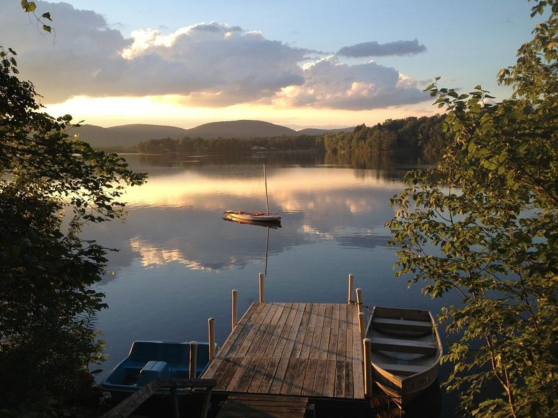Spacious Berkshire Summer Rental, Private Dock on Lake 3 BR/2b, holiday rental in Lanesboro