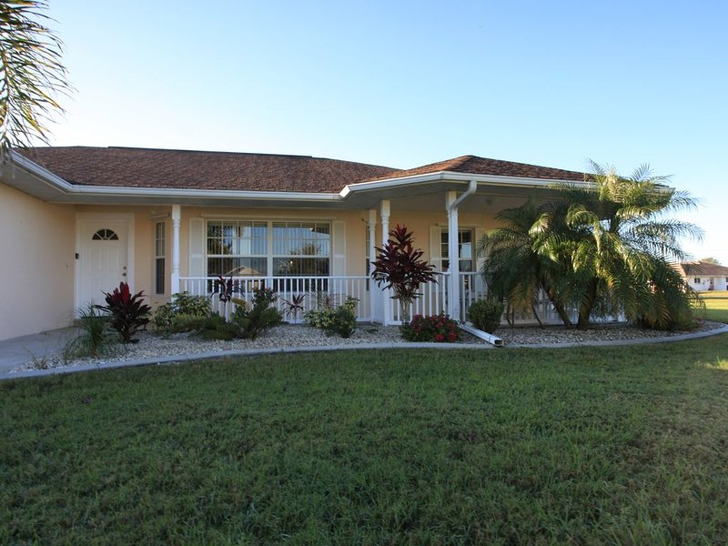 Spacious 4 Bdrm -3 Bath home with heated pool in Deep Creek, Punta Gorda, vacation rental in Punta Gorda