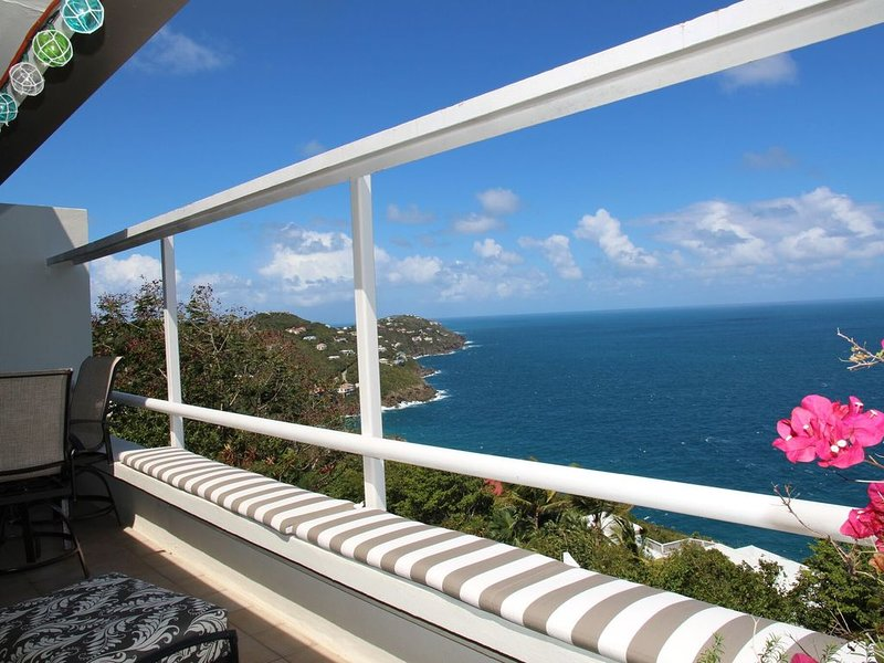 Luxury Dual Master Suites, Breathtaking Views of the Islands, Relaxation Awaits!, holiday rental in North Side