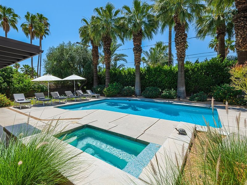 Private, Mid-Century Compound in Famous Movie Colony with Saltwater Pool!, alquiler de vacaciones en Palm Springs