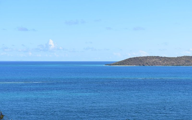 Vistas de Buck Island desde la sala de estar y el balcón