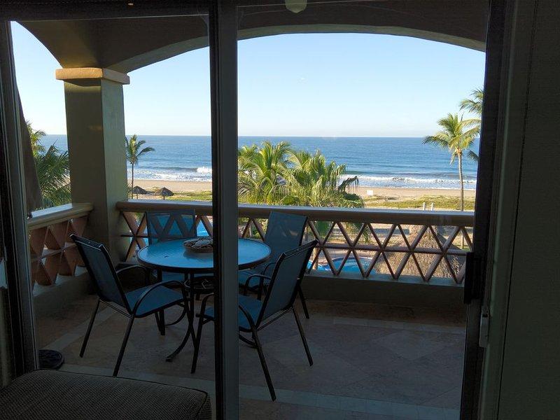 2 Bed/2 bath Penthouse EDM Golf & Beach Resort 58 yards to 3.5 mile beach, alquiler de vacaciones en Mazatlán