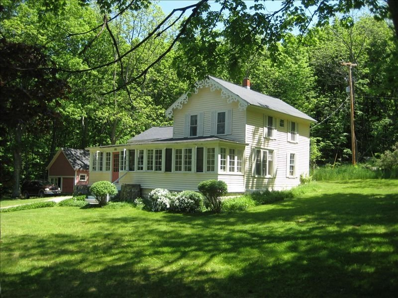 Historic Glencrest Cottage, holiday rental in Maple City