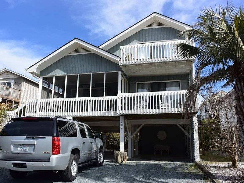 Beautiful Beach House on 40th Street with Views of Ocean, Ferienwohnung in Sunset Beach