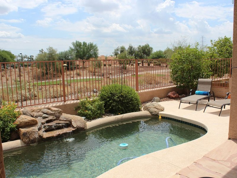 Private pool * Coyote Lks 1st Tee, safe & secluded, a real Surprise AZ vacation!, location de vacances à Surprise