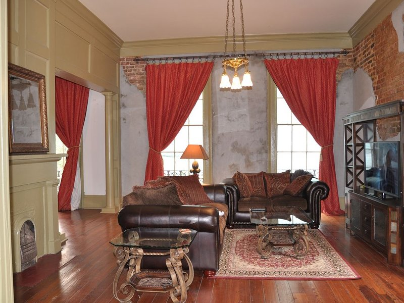 Historic New Orleans Condo With Fantastic Location!, vacation rental in New Orleans