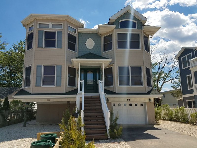 Beautiful Beach Haven Terrace Home - Close to Beach, Bay and Restaurants!, vacation rental in Beach Haven