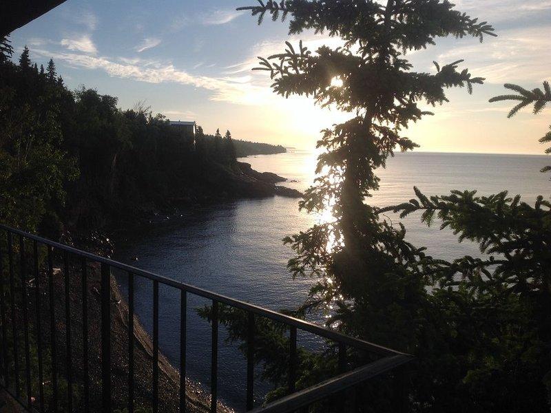 'Sunrise & Serenity'  Perched Right On North Shore's Lake Superior Shoreline, alquiler vacacional en Schroeder