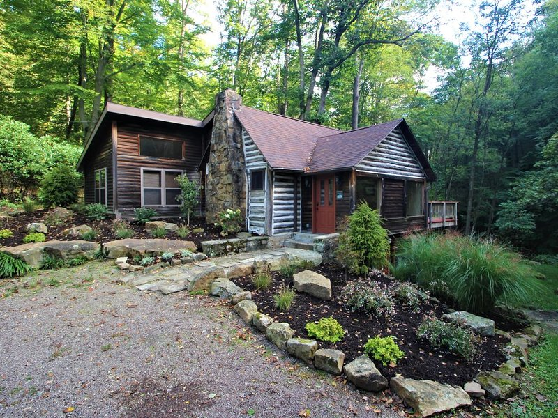 Fayette Springs--Creek House--Enjoy this Spacious Cottage!, vacation rental in Farmington