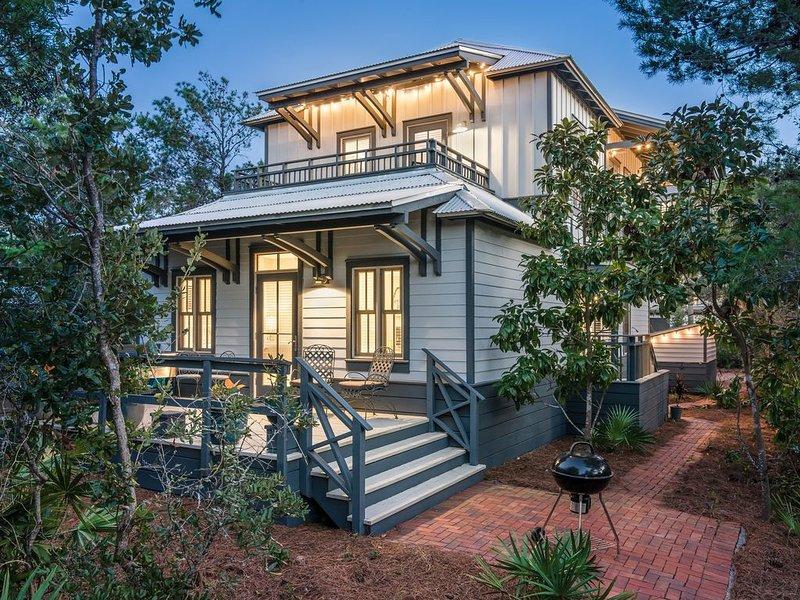 30A Bliss - Steps to beach, pool, 3 porches, near Rosemary & Alys - Seacrest, casa vacanza a Alys Beach