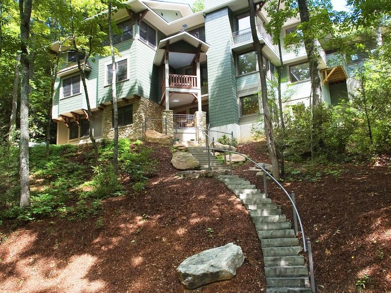 One Of The Areas Finest Homes Designed For The Ultimate Getaway Of Rest, Renewal, holiday rental in Montreat
