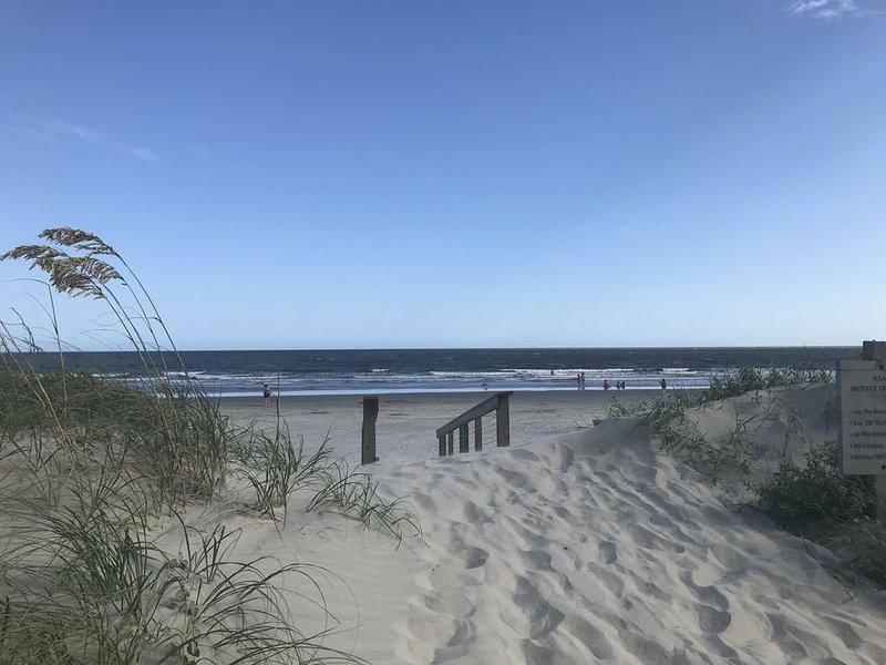 Beautiful 3BR/2.5BA  on 3rd Fairway of Cougar Point,  10 minute walk to beach, alquiler de vacaciones en Kiawah Island