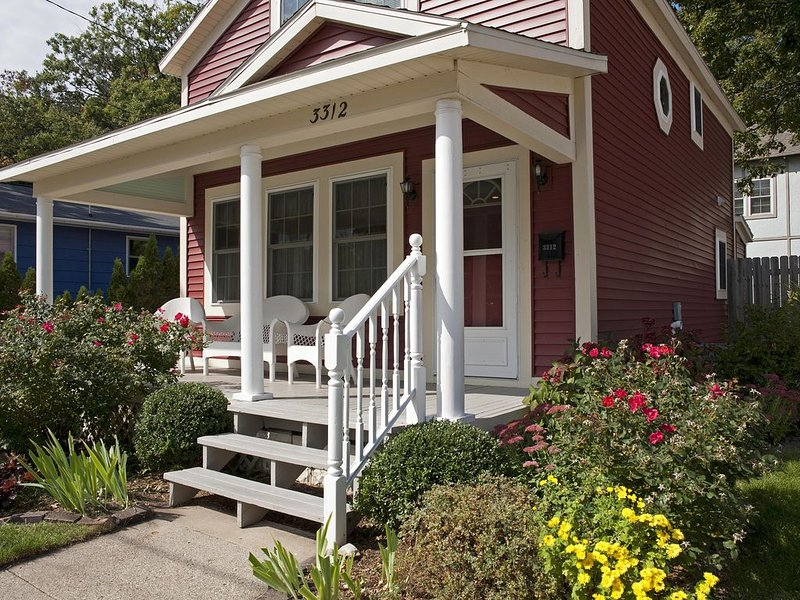Charming RedBird Cottage- On A Back Dune, Walk To The Beach, vacation rental in Muskegon