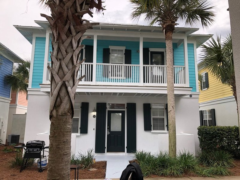 Family & Dog Friendly, Wifi, Close to the Pool, & Short Walk to Beach, holiday rental in Seagrove Beach