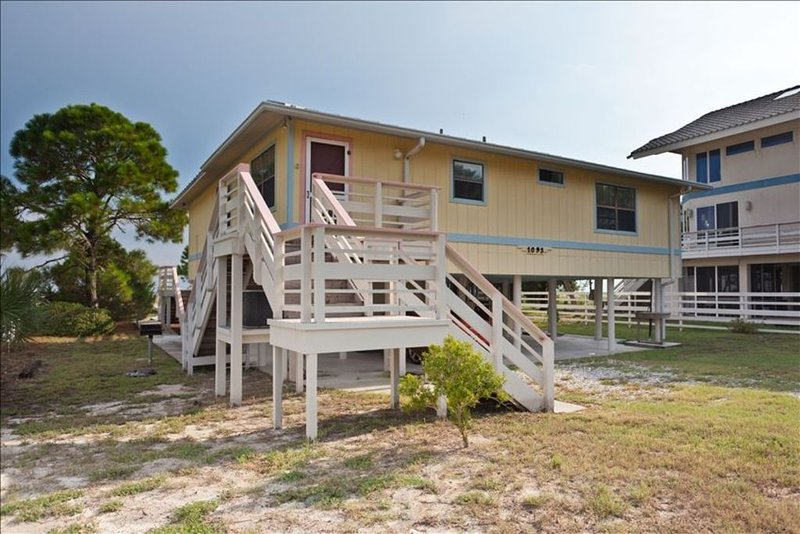 Beachfront Home on Alligator Point - 'Happy Ours', alquiler vacacional en Panacea