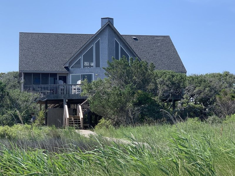 Soundfront Sunsets & Pets, Great Deck, Private, Watersports, holiday rental in Hatteras Island