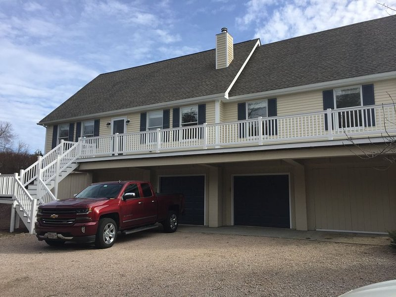 Beautiful, Peaceful Vacation Home Close to Beaches - perfect for 2 families!, location de vacances à Washington County