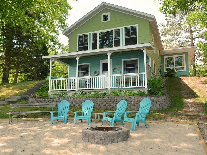 Unique Bass Lake Cottage - Close to Traverse City and Tranquility, vacation rental in Grawn