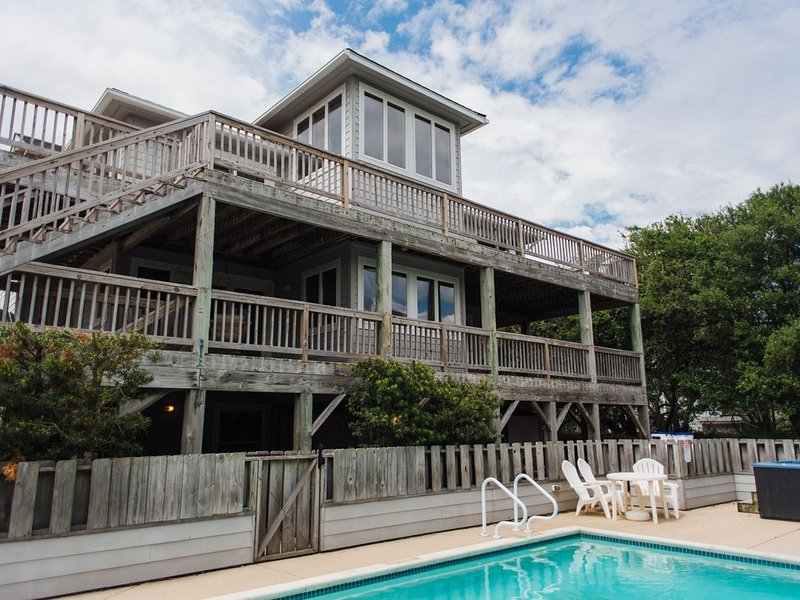 7 bed/5 bath w/Pool&Hottub * Oceanfront & Indoor Pool/Gym - walk to beach/town!!, holiday rental in Duck