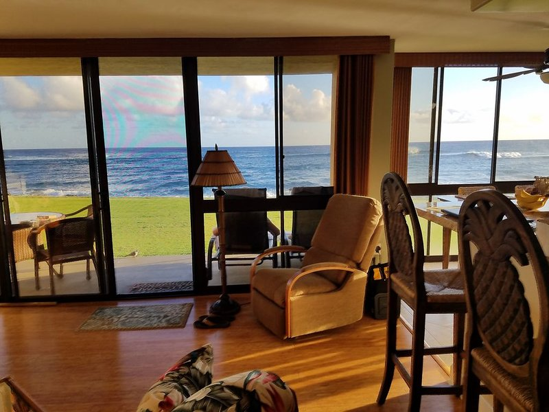 Best Place to  Stay in Kauai - 35' from the Surf - Poipu, Hawaii, Ferienwohnung in Koloa