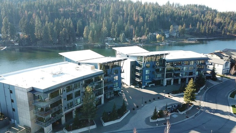 Luxury Coeur D' Alene Condo, steps from the Spokane River and Centennial Trail., holiday rental in Coeur d'Alene