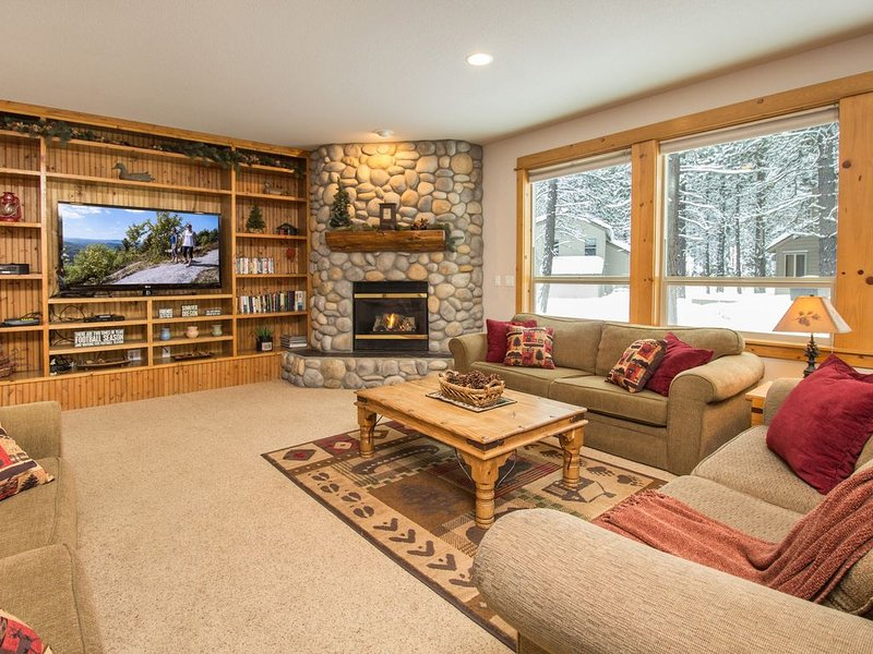 FREE NIGHTS! / 7 BR Luxury Home / Hot Tub / SHARC / Wi Fi / Sleeps 20, vacation rental in Sunriver