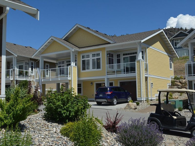 Cottage on Osoyoos Lake for Sun, Swimming, Wineries, Golf and Relaxation!, holiday rental in Osoyoos
